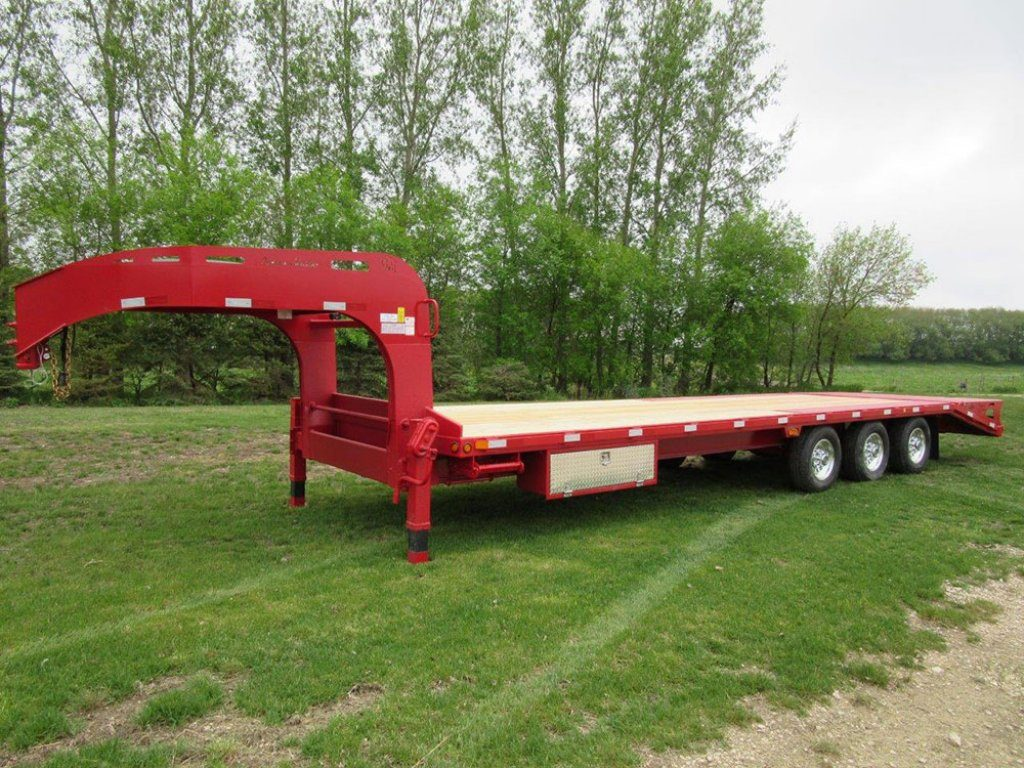 gooseneck withbeavertailramps 01 pic A 1 1024x768 - Precision Trailer - 	livestock trailers for sale Alberta